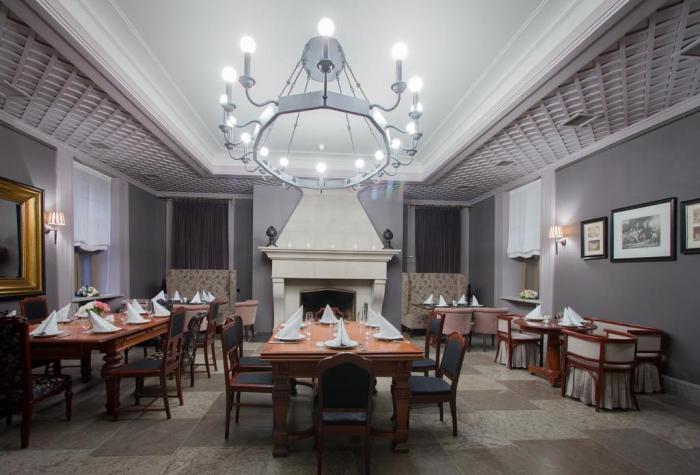 Отель «Замок Бип» улица Мариинская, 4. Павловск пригород Санкт-Петербурга